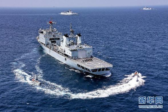 Военные Китая и России отработали совместную оборону кораблей