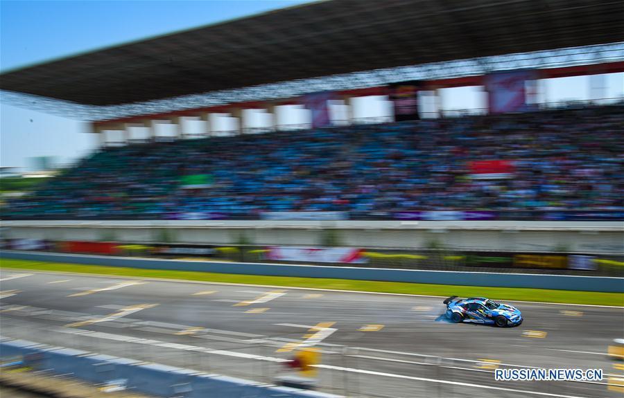 Автоспорт -- Дрифтинг: осенняя гонка серии Red Bull в Чжухае
