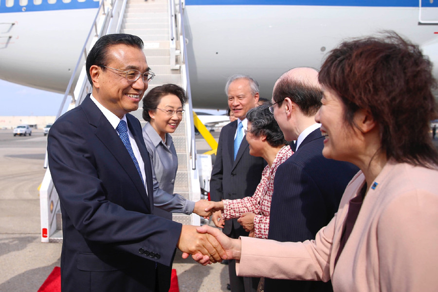 Chinese Premier Li Keqiang (L) arrives in New York on September 18, 2016, to attend the 71st session of the United Nations (UN) General Assembly. [Photo: weibo.com]