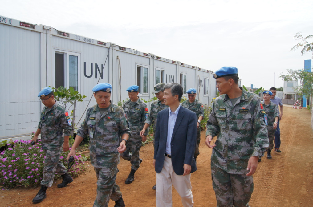Ambassador He Xiangdong visits Chinese peacekeepers in South Sudan