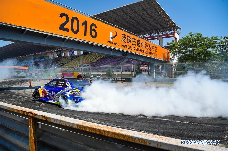 Автоспорт -- Соревнования по дрифту Red Bull Drift Battle в Чжухае