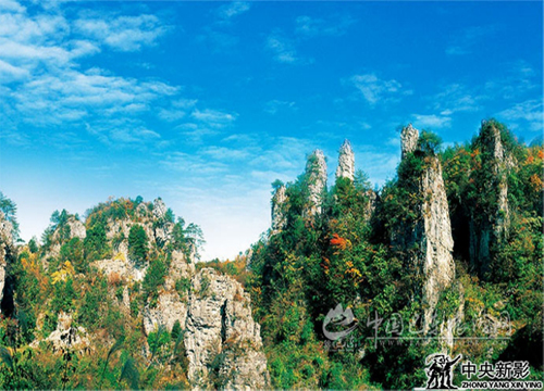 """赞誉为""""三峡小桂林""""的格子河石林"""