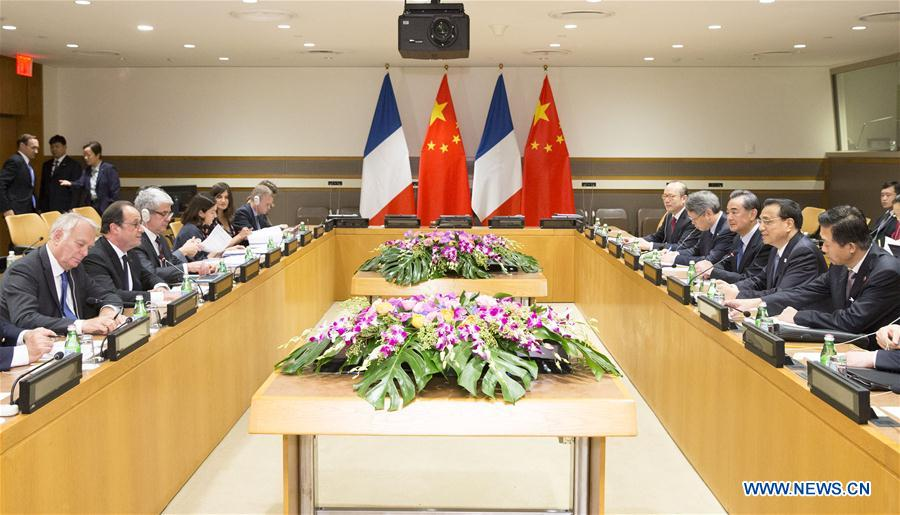 Chinese Premier Li Keqiang (2nd R) meets with French President Francois Hollande (2nd L) in New York Sept. 20, 2016. (Xinhua/Huang Jingwen)