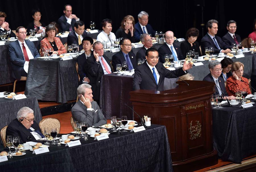 Chinese Premier Li Keqiang(C on stage) addresses a welcoming dinner party organized by the Economic Club of New York, the National Committee on U.S.-China Relations and the U.S.-China Business Council in New York, Sept. 20, 2016. (Xinhua/Li Tao)