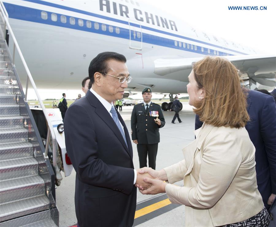 Chinese Premier Li Keqiang (L) and his wife Cheng Hong are welcomed by Canadian senior officials upon their arrival at Ottawa, Canada, Sept. 21, 2016. At the invitation of his Canadian counterpart Justin Trudeau, Chinese Premier Li Keqiang arrived here Wednesday for an official visit to Canada. (Xinhua/Huang Jingwen)