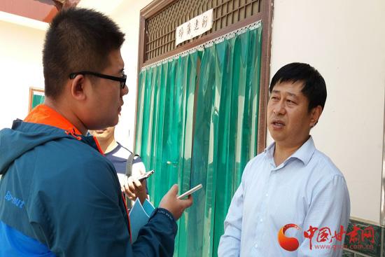 环县木钵镇党委书记张东接受记者采访