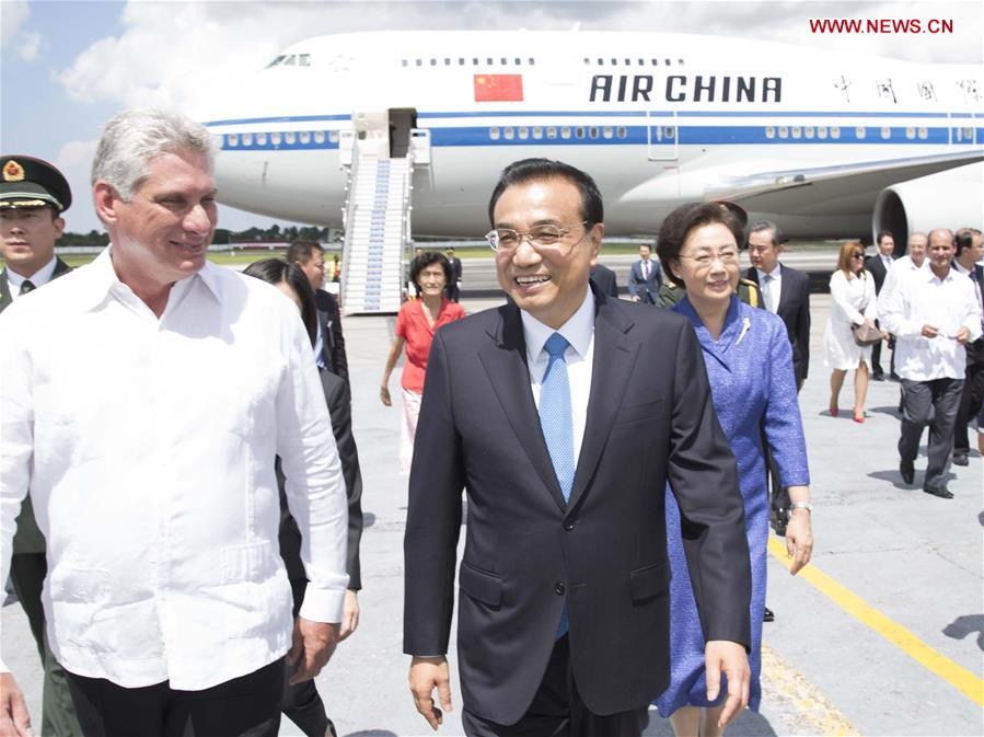 Chinese Premier Li Keqiang (R Front) and his wife Cheng Hong are welcomed by Miguel Diaz-Canel, Cuba