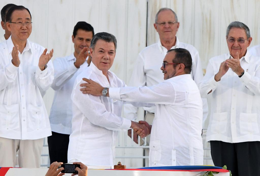 Gobierno de Colombia y FARC firman histórico acuerdo de paz