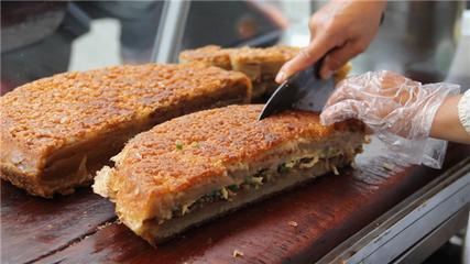 漳州传承百年的小吃面煎粿 色香味俱全