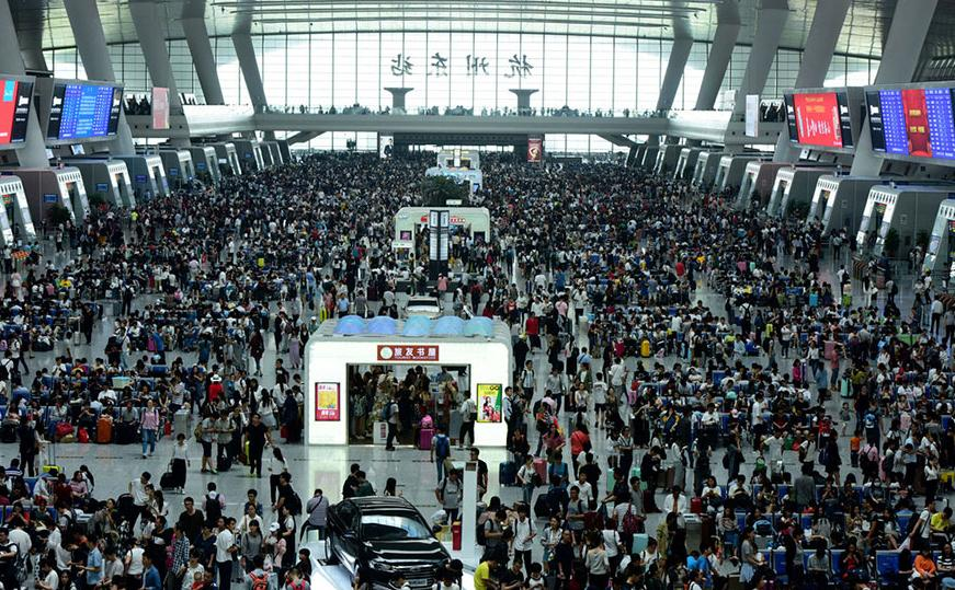 Hangzhou East Railway Station sees huge number of travelers on Oct 1, 2016. [Photo/IC]