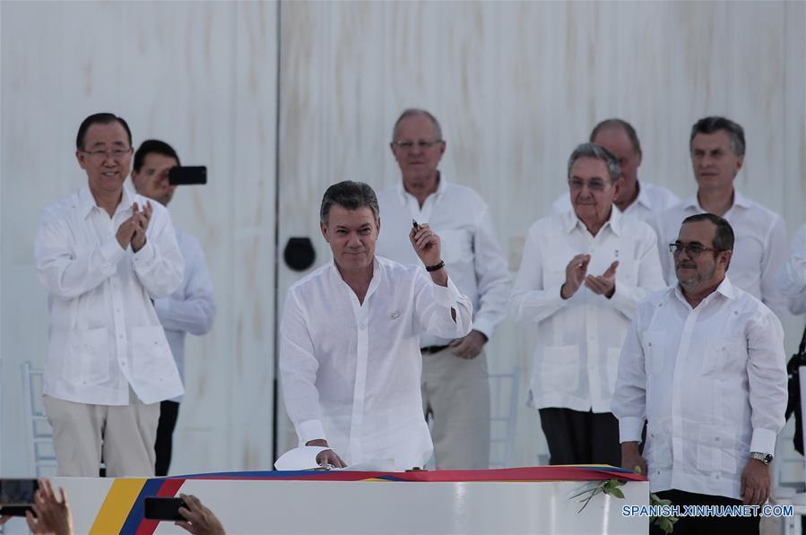 Presidente colombiano advierte que proceso de paz se desintegrará si se prolonga