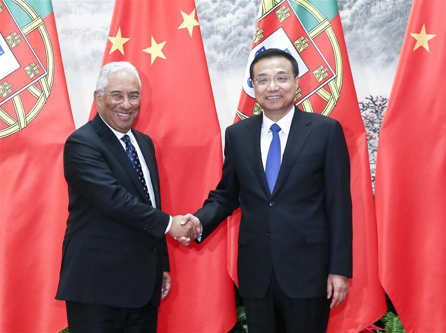 Chinese Premier Li Keqiang (R) shakes hands with Portuguese Prime Minister Antonio Costa in Beijing, capital of China, Oct. 9, 2016. (Xinhua/Pang Xinglei)