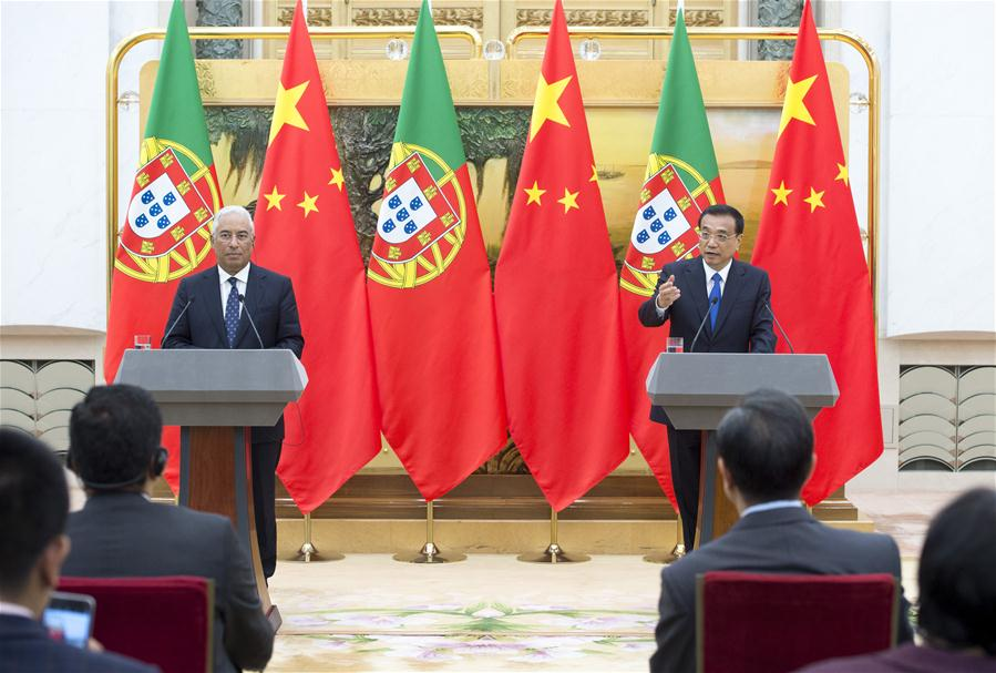 Chinese Premier Li Keqiang and Portuguese Prime Minister Antonio Costa jointly meet the press in Beijing, capital of China, Oct. 9, 2016. (Xinhua/Wang Ye)