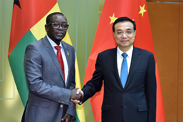 Premier Li Keqiang met with Baciro Dja, prime minister of Guinea-Bissau, in Macao on Oct 10.