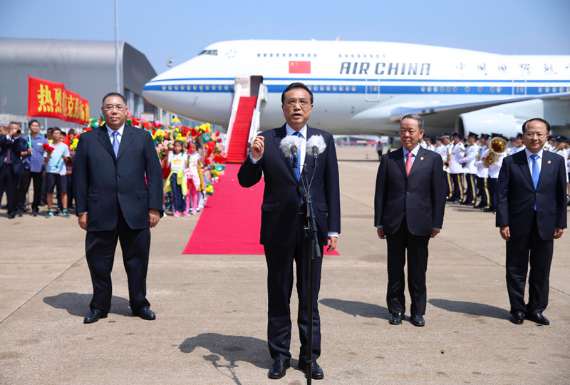 Chinese Premier Li Keqiang arrives in the Macao Special Administrative Region for a three-day inspection tour and to attend the opening of the fifth Ministerial Conference of the Forum for Economic and Trade Cooperation between China and Portuguese-speaking countries in Macao, south China, Oct. 10, 2016.