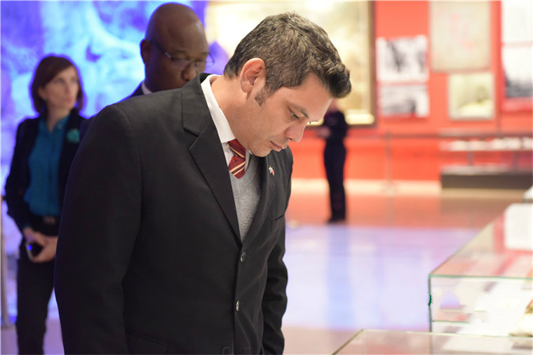 Иностранные дипломаты посетили тематическую выставку в Пекине