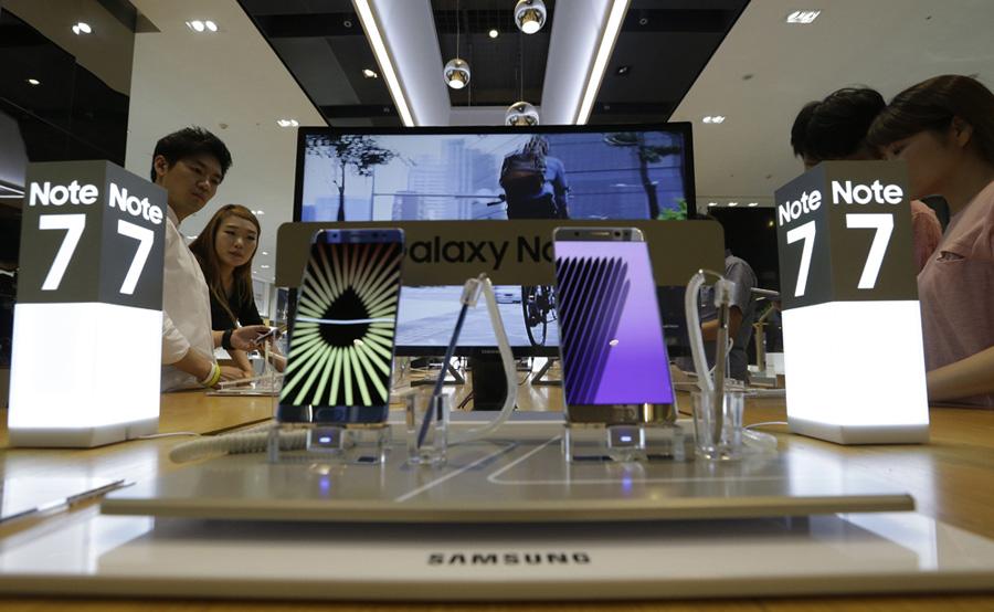 Samsung suspende producción por fallas