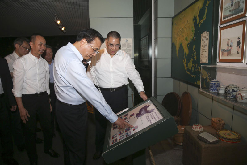 Li Keqiang visits the Macao Museum, highlighting Macao
