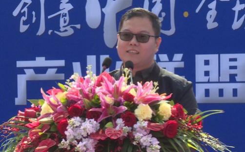 (《我爱畅游》栏目制片人王照营先生上台致辞)