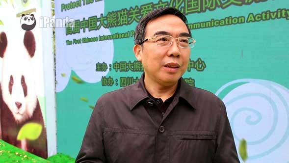 张和民常务副主任接受熊猫频道记者独家专访 (向虹霖 摄)