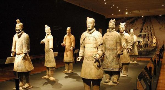 A unique exhibition of sculptures, loosely based on China's ancient Terracotta Warriors, has opened in London for its sole UK showing.