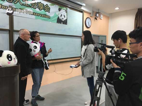 认养人William Z. Burke III接受熊猫频道记者采访(李彬 摄)
