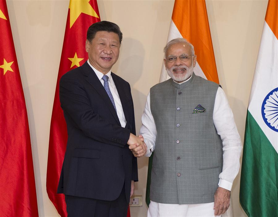 Chinese President Xi Jinping (L) meets with Indian Prime Minister Narendra Modi in the western Indian state of Goa, Oct. 15, 2016. (Xinhua/Xie Huanchi)