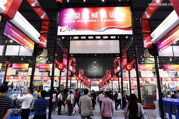 الصورة الملتقطة في 15 أكتوبر، تظهر المشهد لمعرض الصين للواردات والصادرات المعروف أيضا باسم معرض كانتون في مدينة قوانغتشو حاضرة مقاطعة قوانغدونغ بجنوبي الصين
