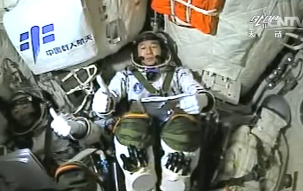 Shenzhou-11 successfully docks with Tiangong-2 space lab