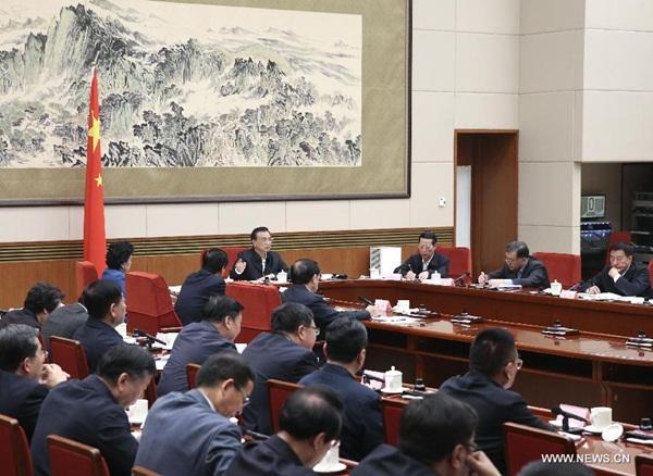 رئيس مجلس الدولة لى كه تشيانغ يترأس اجتماعا لمجلس الدولة بشأن إحياء القواعد الصناعية القديمة في بكين 18 اكتوبر