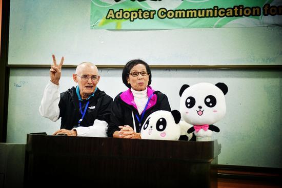 威廉夫妇(照片由中国大熊猫保护研究中心提供)