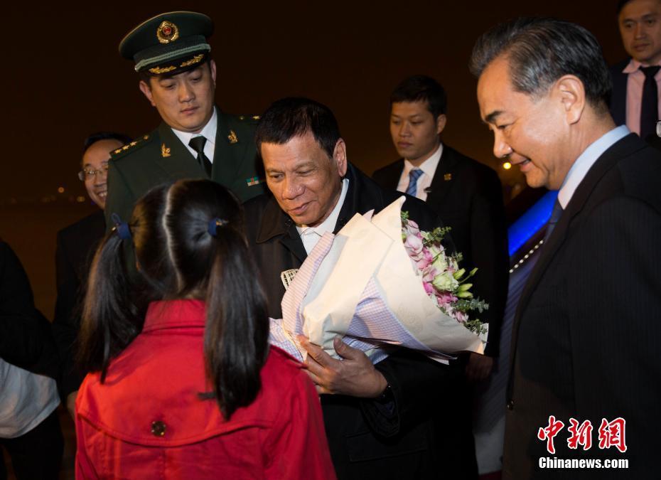 Родриго Дутерте начал четырехдневный визит в КНР