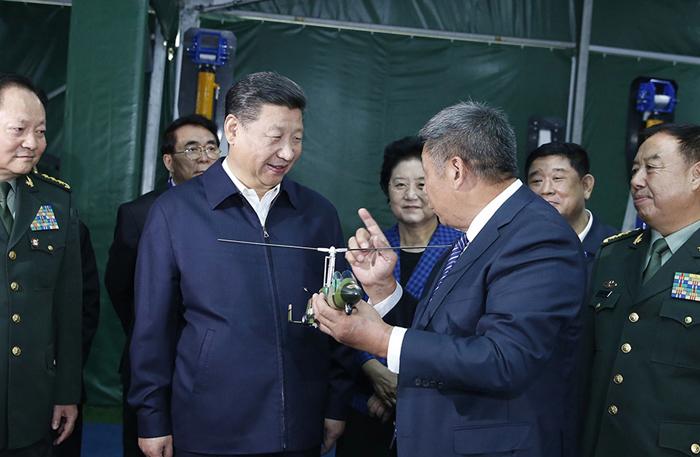 10月19日,中共中央总书记、国家主席、中央军委主席习近平在京参观第二届军民融合发展高技术成果展。