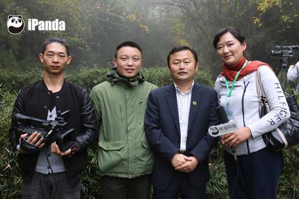 野化培训项目专家黄炎与熊猫频道记者合影