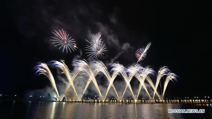 Фестиваль фейерверков открылся в городе Ваньцзай