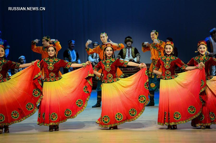 Музыкальный спектакль Синьцзянского художественного театра на сцене Аомэня