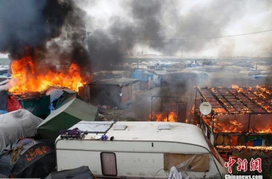 France shuts down migrant camp