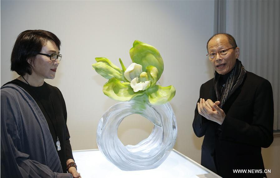 Liuli (Chinese glass art) artists Loretta H. Yang and Chang Yi from China