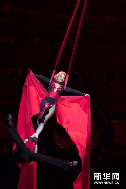 В Ухани стартовал 12-й Международный фестиваль акробатического искусства