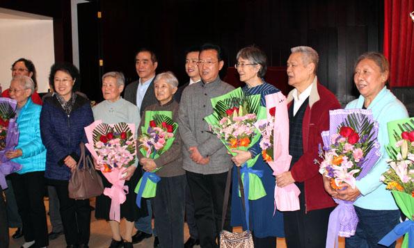 В Пекине открылась выставка советских гравюр, посвященная годовщине Октябрьской революции