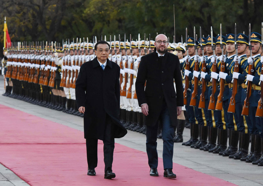 Chinese Premier Li Keqiang holds a ceremony to welcome the Belgian Prime Minister Charles Michel to China, outside the east gate of the Great Hall of the People on Monday afternoon, October 31, 2016. [Photo: gov.cn/Wu Qian]