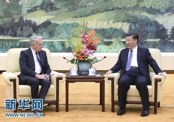 10月31日,国家主席习近平在北京人民大会堂会见法国外长艾罗。新华社记者 庞兴雷 摄