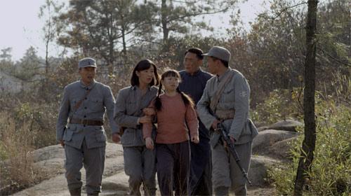 野田毅和鹤子在激战中被炸死,萧子平预感到即将暴露,决定铤而走险图片