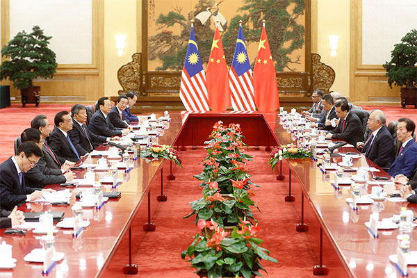 Chinese Premier Li Keqiang holds a meeting with Malaysia