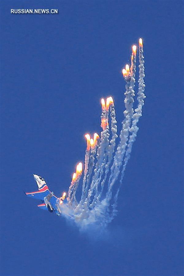 Чжухайский авиасалон: выступление российской пилотажной группы