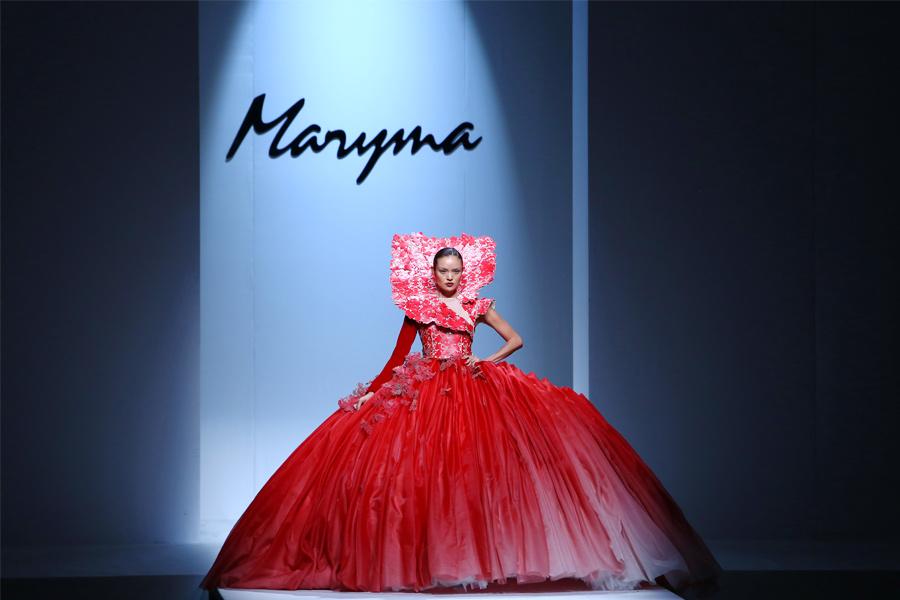 Известный китайский дизайнер Мэри Ма создала коллекцию, вдохновляясь духом племени И
