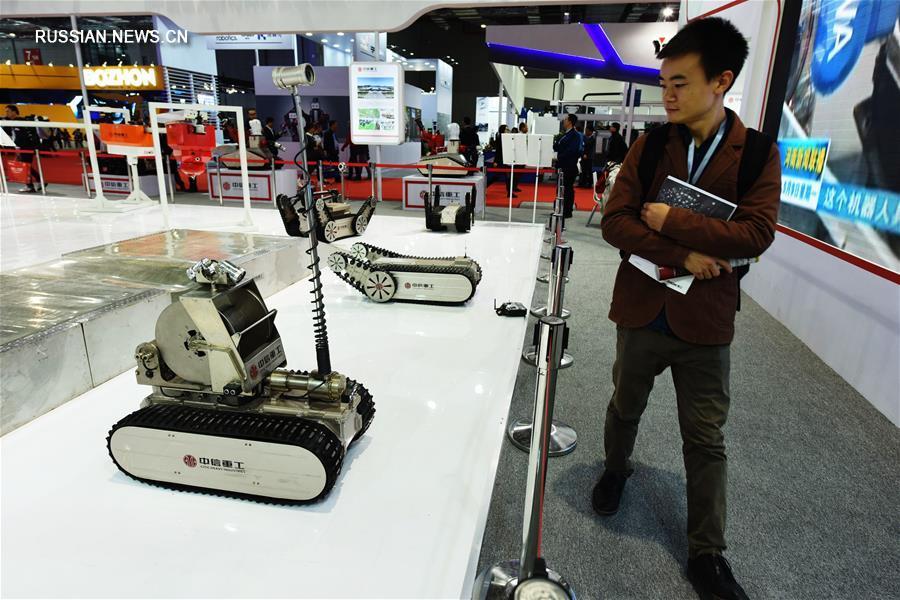 """""""Битва роботов"""" на Китайской международной промышленной ярмарке"""