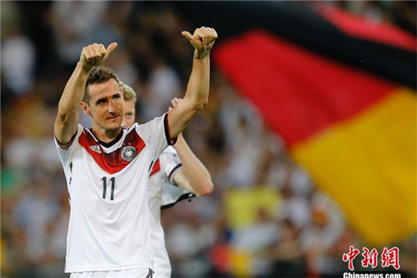 Soccer-World Cup winner Klose starts Germany traineeship