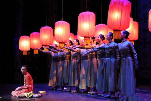"The National Ballet of China has brought its acclaimed ""Raise the Red Lantern"" ballet to Indonesia"
