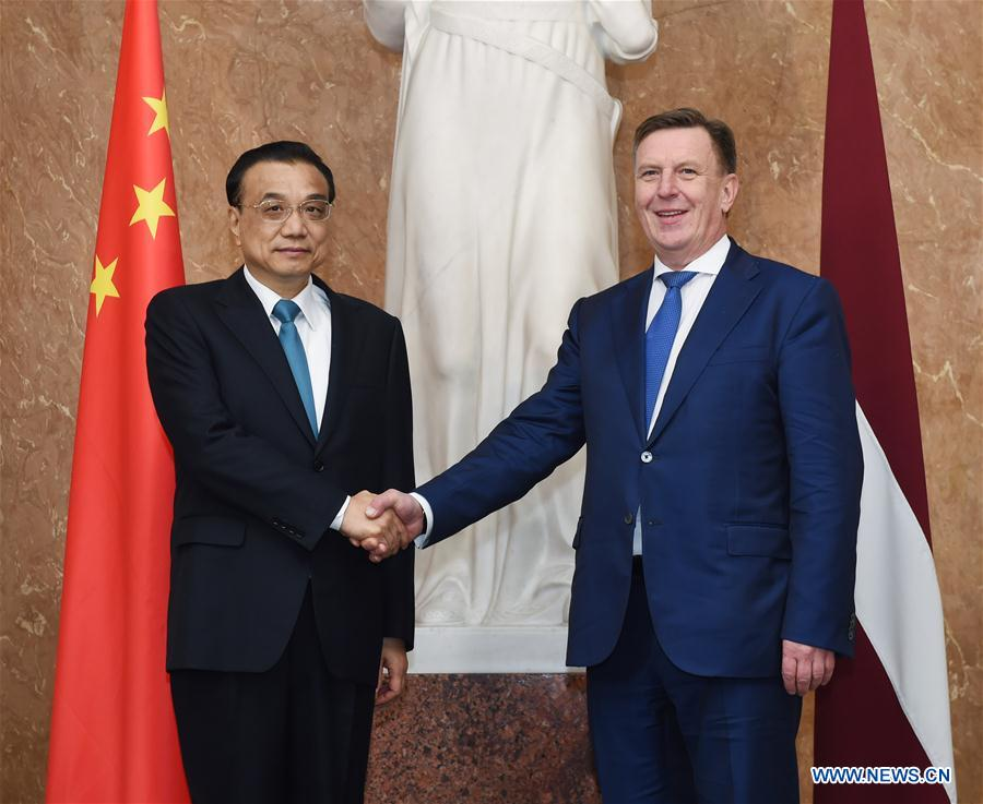 Chinese Premier Li Keqiang (L) holds talks with his Latvian counterpart Maris Kucinskis in Riga, Latvia, Nov. 4, 2016. (Xinhua/Rao Aimin)